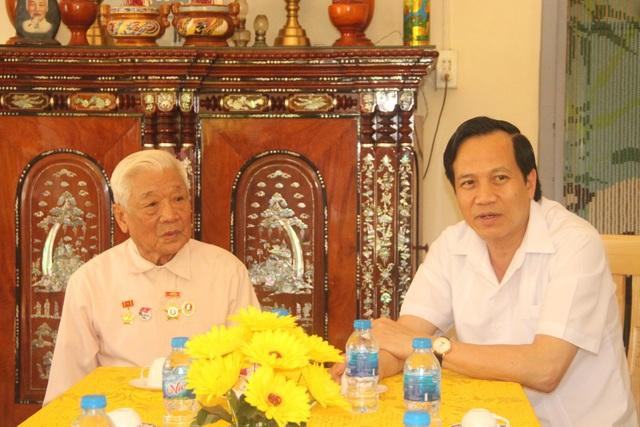 Bộ trưởng Đào Ngọc Dung thăm và tặng quà gia đình chính sách tỉnh Đồng Tháp - 4