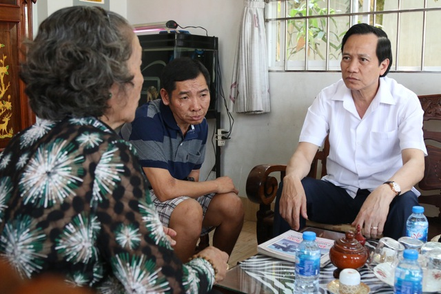 Bộ trưởng Đào Ngọc Dung thăm và tặng quà gia đình chính sách tỉnh Đồng Tháp - 2