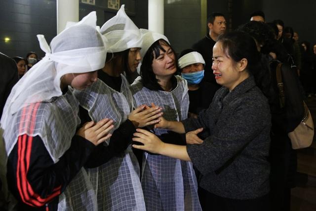 Nghẹn ngào giây phút tiễn biệt giọng ca Opera hàng đầu Việt Nam - Ảnh minh hoạ 5