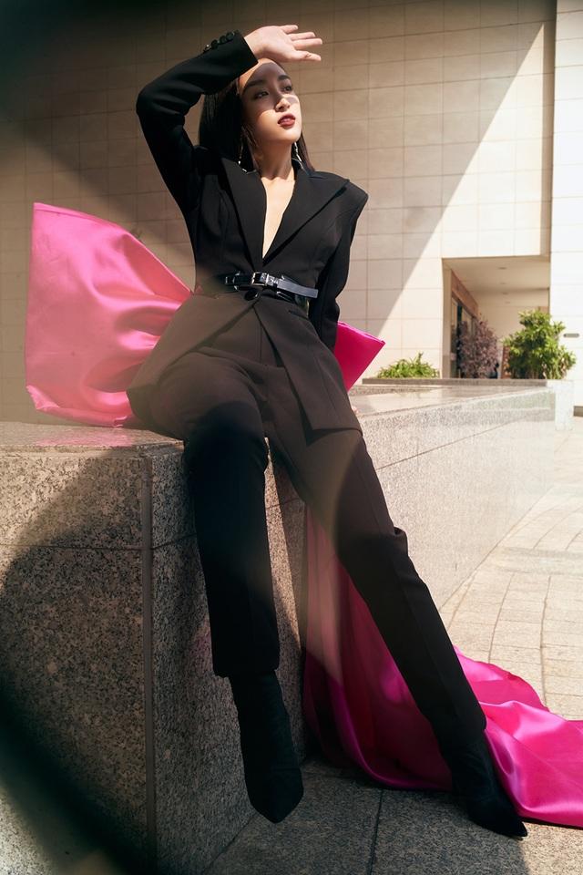 Hoa hậu Đỗ Mỹ Linh lạ lẫm với phong cách mới - 6