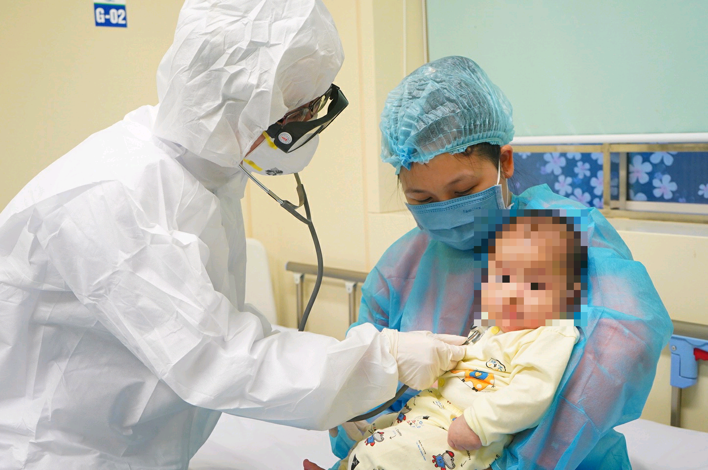 Bệnh nhi duy nhất tại Việt Nam nhiễm virus corona xuất viện khoẻ mạnh - 1