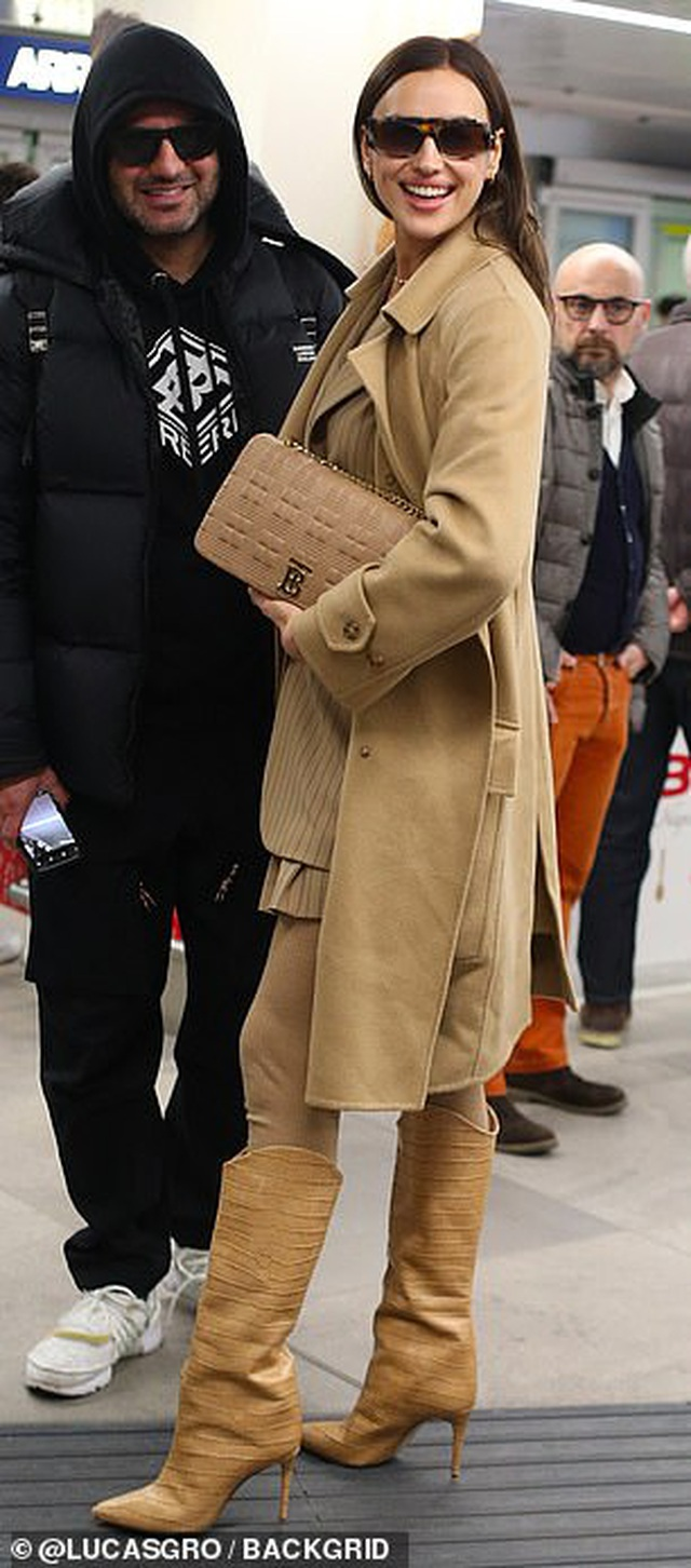 Irina Shayk nổi bật tại sân bay với cây đồ hiệu - 3