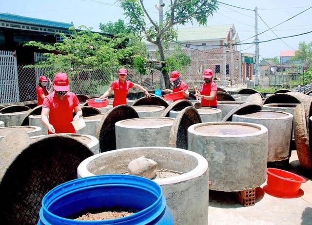 Quảng Bình: Kiếm tiền tỷ nhờ nghề làm nước mắm truyền thống - 4