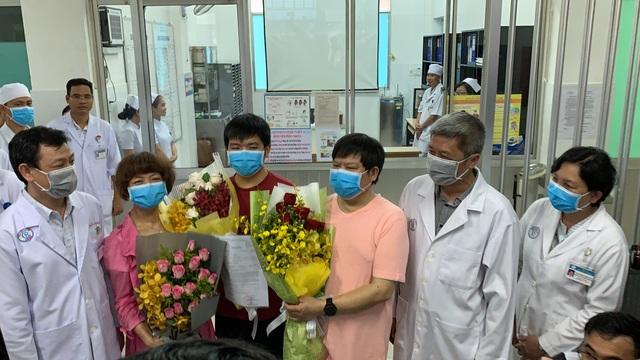 15/16 ca nhiễm Covid đã khỏi, phác đồ điều trị corona của Việt Nam hiệu quả - 1