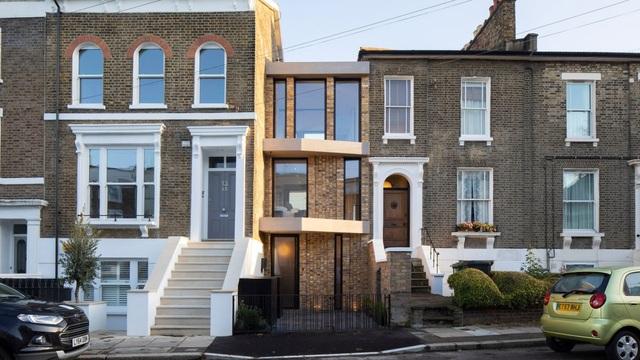 Bất ngờ căn biệt thự đắt giá ở London được cải tạo từ bãi đậu xe cũ - 1
