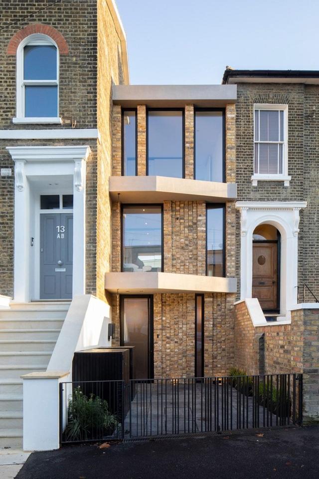 Bất ngờ căn biệt thự đắt giá ở London được cải tạo từ bãi đậu xe cũ - 2
