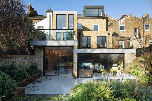 Bất ngờ căn biệt thự đắt giá ở London được cải tạo từ bãi đậu xe cũ - 3