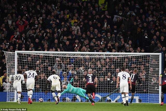 Tottenham 0-1 Leipzig: Son Heung Min ngồi ngoài, Mourinho hết phép - 4