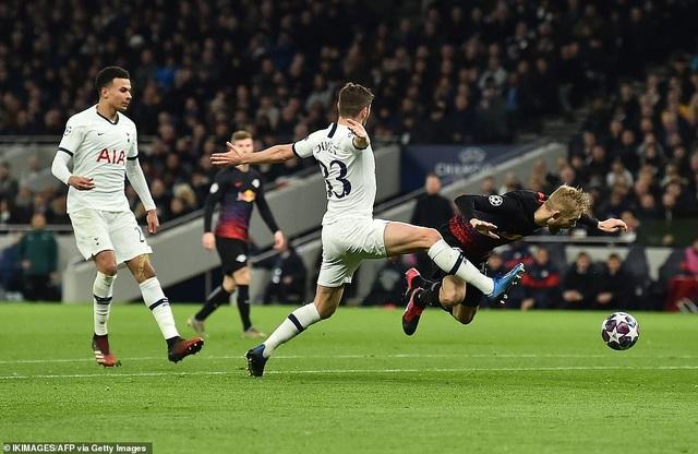 Tottenham 0-1 Leipzig: Son Heung Min ngồi ngoài, Mourinho hết phép - 3