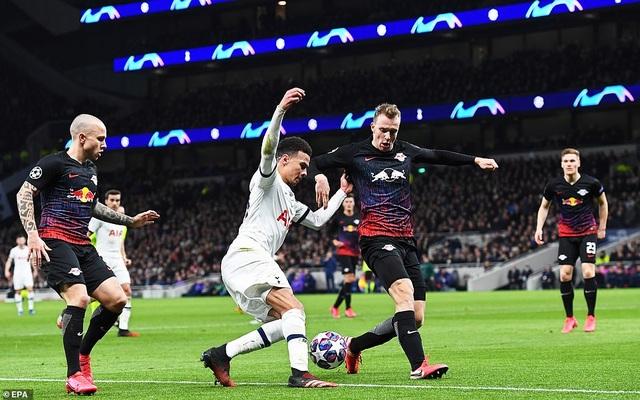 Tottenham 0-1 Leipzig: Son Heung Min ngồi ngoài, Mourinho hết phép - 1