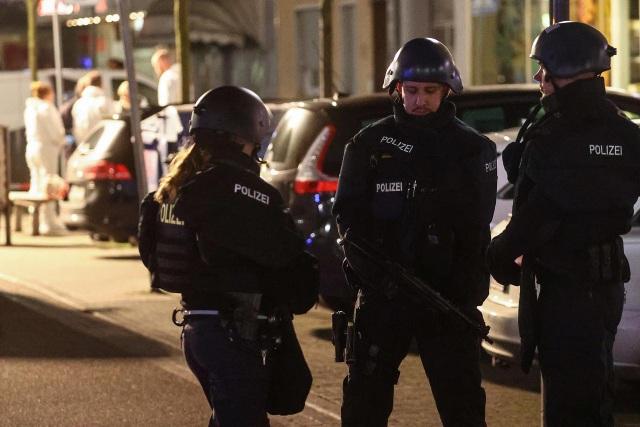 Xả súng điên cuồng ở quán bar Đức, ít nhất 8 người chết - 1