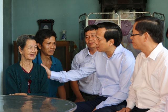Bộ trưởng Đào Ngọc Dung thăm gia đình chính sách ở Tây Ninh - 3