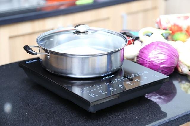 Tại sao nên tắt bếp trước khi thức ăn chín, dùng lò vi sóng thay lò nướng? - 1