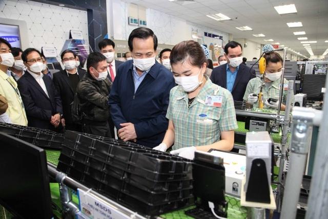 Chống Covid-19: Hơn 7.100 lao động Trung Quốc được cách ly, theo dõi - 1