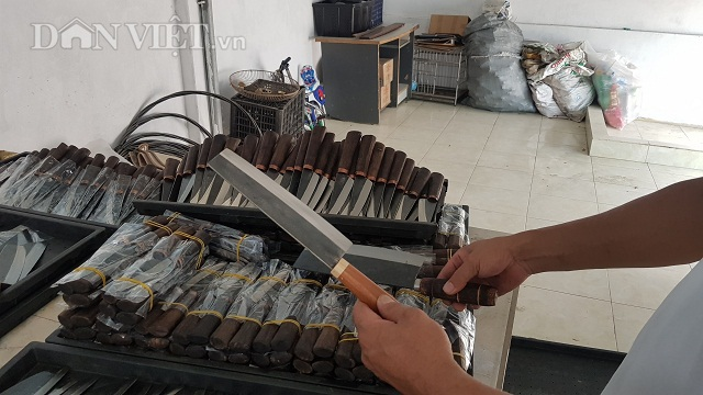 Dùng chiêu song kiếm hợp bích, nông dân Việt bán dao làng sang Đức - 5