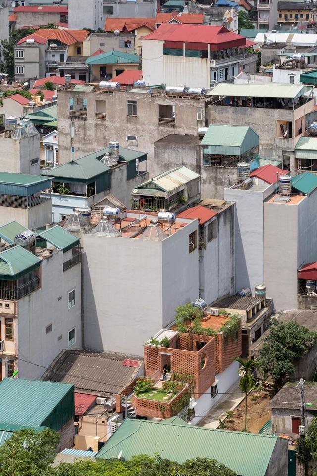 Ngôi nhà gạch trần 800 triệu ở Hà Nội gây sốt bởi vẻ đẹp độc, lạ - 2