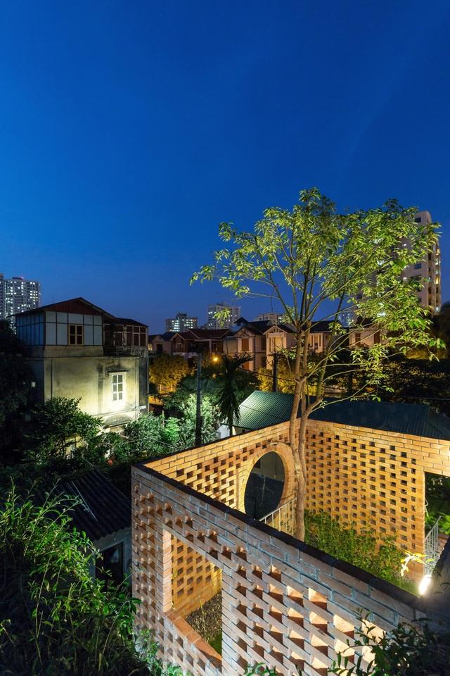 Ngôi nhà gạch trần 800 triệu ở Hà Nội gây sốt bởi vẻ đẹp độc, lạ - 11