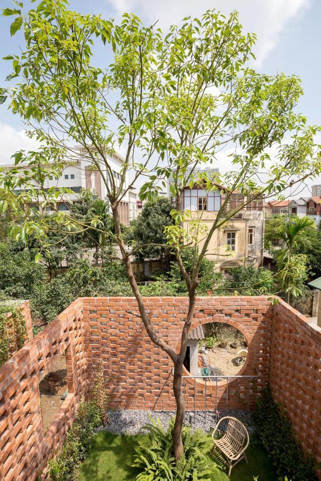 Ngôi nhà gạch trần 800 triệu ở Hà Nội gây sốt bởi vẻ đẹp độc, lạ - 12
