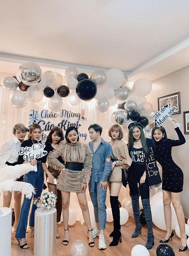 Cô gái Thái Nguyên được hội bạn thân tổ chức tiệc mừng ly hôn linh đình - 2