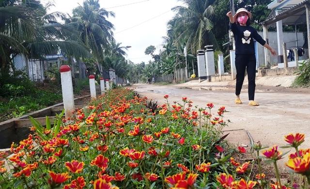 Nhiều nông dân hiến đất làm đường không cần đền bù - 4