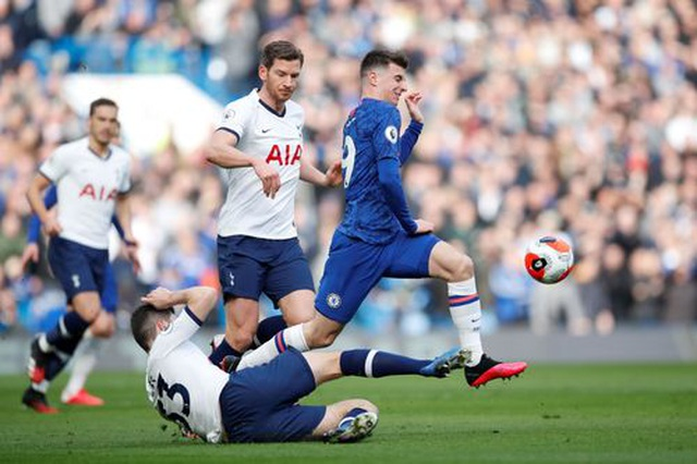 Chelsea 2-1 Tottenham: Hat-trick chiến thắng cho Lampard - 10
