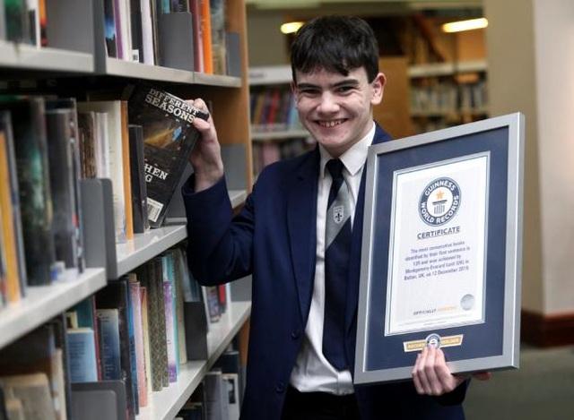 Nam sinh Anh lập kỷ lục Guinness vì nhận ra 129 cuốn sách nhờ câu đầu tiên - 1