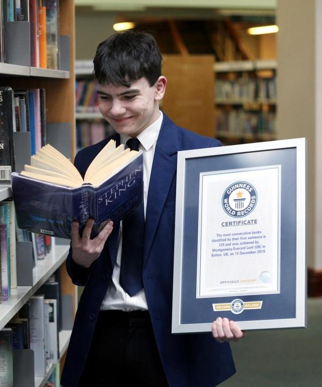 Nam sinh Anh lập kỷ lục Guinness vì nhận ra 129 cuốn sách nhờ câu đầu tiên - 2