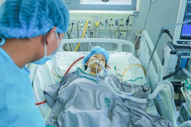 Hài nhi ngừng tim 10 phút, bạn đọc giúp đỡ 1,2 tỉ đồng cứu sản phụ - 7