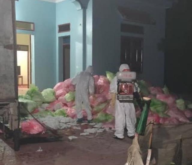 Hà Nội: Phát hiện đối tượng thu gom 620kg khẩu trang y tế đã qua sử dụng - 1