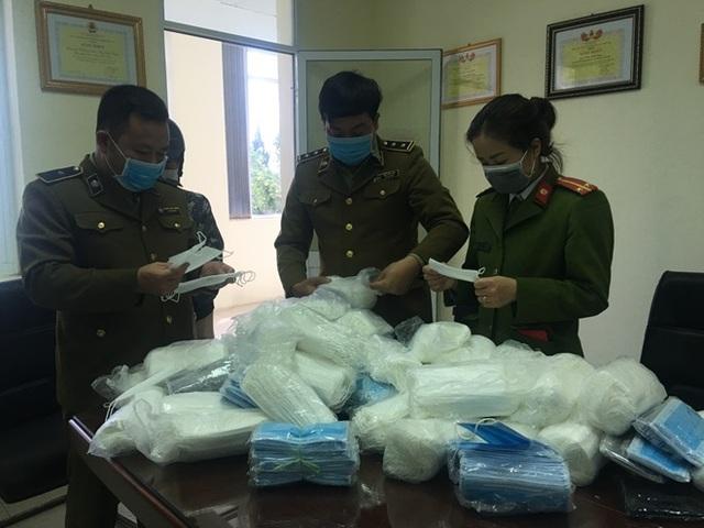 Phát hiện số lượng lớn khẩu trang y tế tuồn sang Campuchia - 1