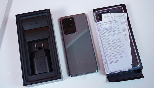 Mở hộp Galaxy S20 Ultra chính hãng giá gần 30 triệu đồng - 2