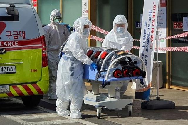 Nguy cơ dịch corona bước sang giai đoạn mới với ổ virus ngoài Trung Quốc - 1