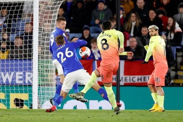 Leicester 0-1 Man City: Aguero sút hỏng phạt đền, Jesus thành người hùng - 5