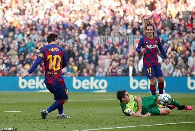 Messi ghi 4 bàn, Barcelona thắng đậm Eibar và giành ngôi đầu bảng - 4