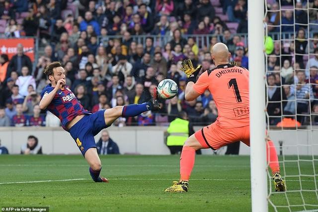 Messi ghi 4 bàn, Barcelona thắng đậm Eibar và giành ngôi đầu bảng - 7