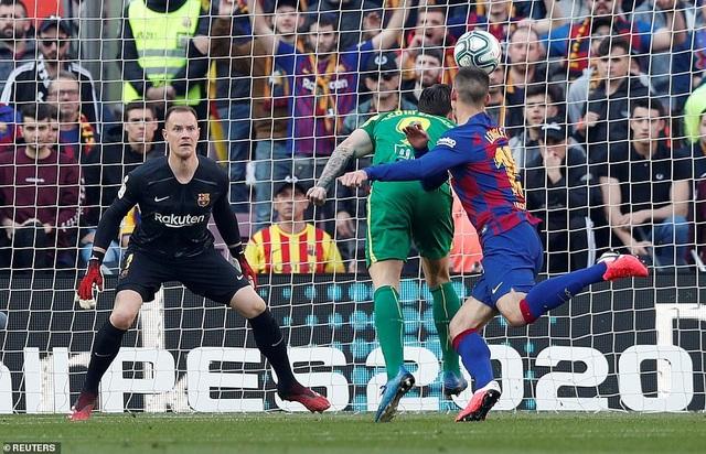 Messi ghi 4 bàn, Barcelona thắng đậm Eibar và giành ngôi đầu bảng - 1