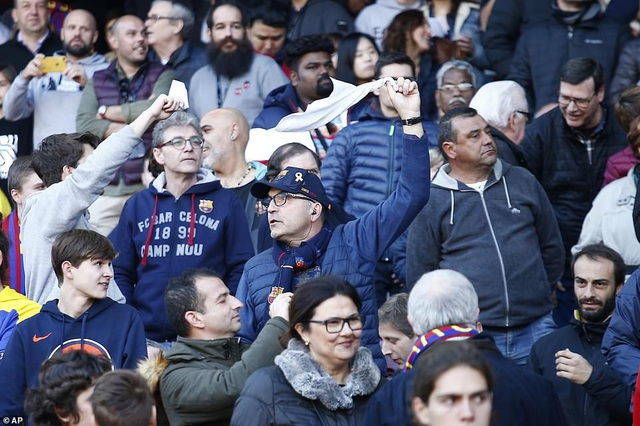 Messi ghi 4 bàn, Barcelona thắng đậm Eibar và giành ngôi đầu bảng - 9