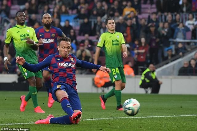 Messi ghi 4 bàn, Barcelona thắng đậm Eibar và giành ngôi đầu bảng - 6