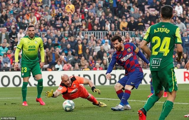 Messi ghi 4 bàn, Barcelona thắng đậm Eibar và giành ngôi đầu bảng - 3