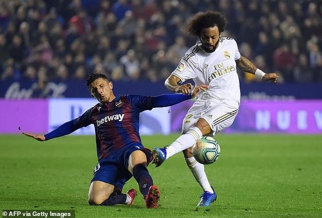 Thua sốc Levante, Real Madrid mất ngôi đầu bảng - 2
