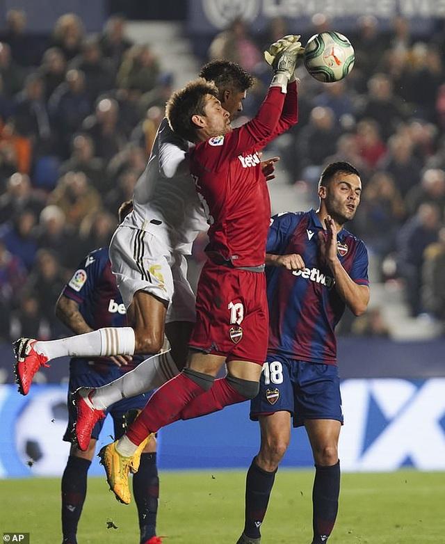 Thua sốc Levante, Real Madrid mất ngôi đầu bảng - 3