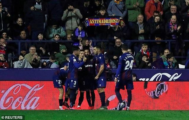 Thua sốc Levante, Real Madrid mất ngôi đầu bảng - 7