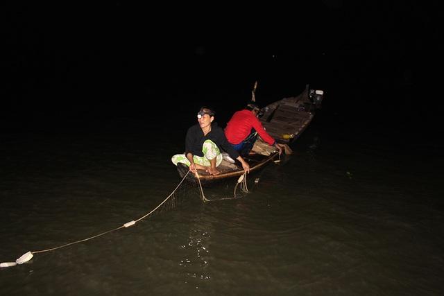 Cuộc săn loài cá nhìn là mê, ăn là phê của ngư dân miền Tây - 2