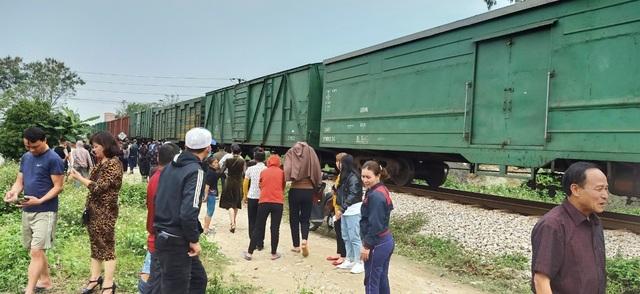 Xe tải băng qua đường sắt bất cẩn bị tàu hỏa tông, tài xế chết tại chỗ - 1