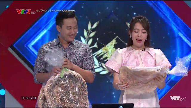 Nữ sinh tặng bánh đa kế khổng lồ giành chiến thắng thi tuần Olympia - 3