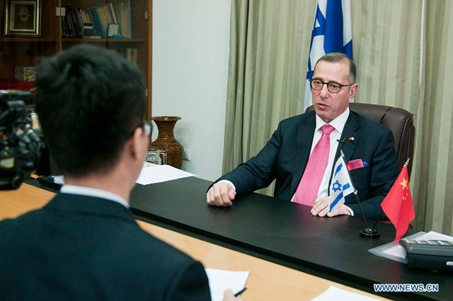 Đại sứ Israel bị cách ly vì bay cùng 9 người Hàn Quốc nhiễm virus corona - 1