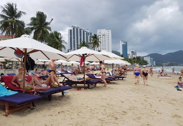 Nha Trang miễn tiền thuê bãi biển đặt dù, ghế cho doanh nghiệp du lịch - 1