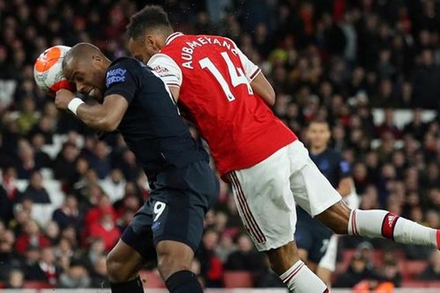 Những khoảnh khắc trong màn ngược dòng của Arsenal trước Everton - 13