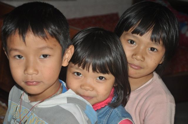 Những đứa trẻ bất hạnh bị bố mẹ bỏ rơi sống trong nghèo đói - 4
