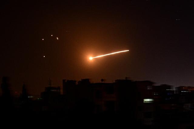 Thủ đô Syria rung chuyển vì các đợt không kích của Israel - 1